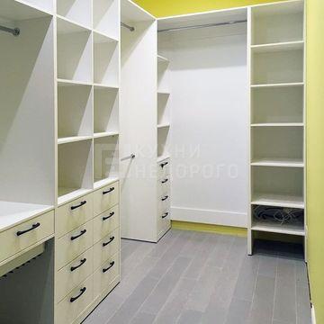 Гардеробная комната Мизеро